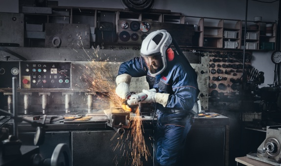 3M, Aşındırıcı Sistemlerden İş Güvenliğine, Yapıştırıcı ve Bantlardan Yangın Söndürme Sıvılarına Kadar Çok Geniş Bir Ürün Gamı Sunuyor